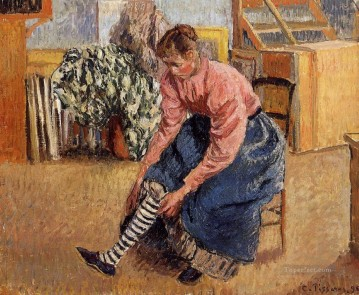 1895 Oil Painting - woman putting on her stockings 1895 Camille Pissarro