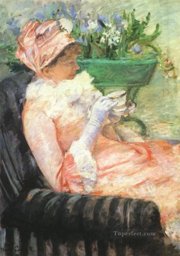 Mary Cassatt Painting - The Cup of Tea mothers children Mary Cassatt