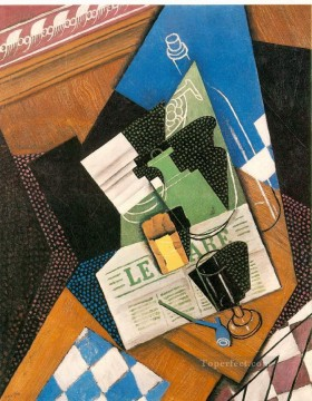 Juan Gris Painting - water bottle bottle and fruit dish 1915 Juan Gris