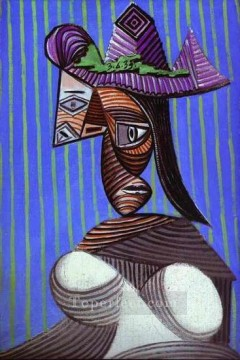 Buste de femme au chapeau raye 1939 Cubism Oil Paintings