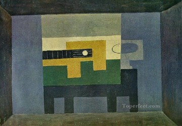 Guitare et cruche sur une table 1918 Cubism Oil Paintings