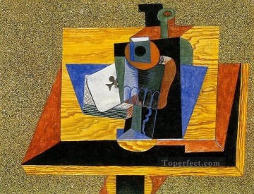 Verre as de trefle bouteille sur une table 1915 Cubists Oil Paintings