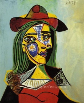 Femme au chapeau et col en fourrure 1937 Cubists Oil Paintings