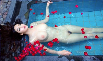 Chinese Girl Nude Red Flowers Bath Painting from Photos to Art Oil Paintings
